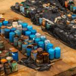 Several barrels of toxic waste at the dump In Somalia haben die illegalen Giftmüllablagerungen schwerwiegende Folgen für Mensch und Umwelt. Symbolbild | Bild (Ausschnitt): © Oliver Sved / Dreamstime [Royalty Free] - Dreamstime.com