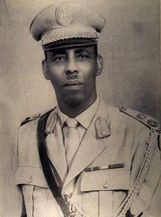 Mohamed Siad Barre, (* 1910 oder 1919 † 1995), somalischer Offizier, der 1969 durch einen Militärputsch Präsident Somalias wurde.
