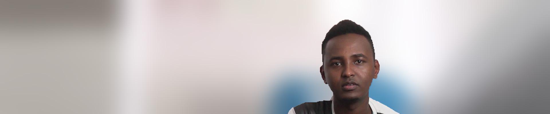 Kulmiye berichtet, warum er aus Somalia flüchten musste und was er auf seiner gefährlichen Reise erlebte. | Bild (Ausschnitt): © earthlink e.V. -