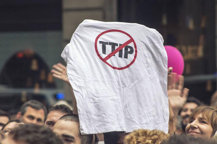 Stop TTIP Stop TTIP |  Bild: © Barcelona En Comú [CC BY-SA 2.0]  - Wikimedia Commons