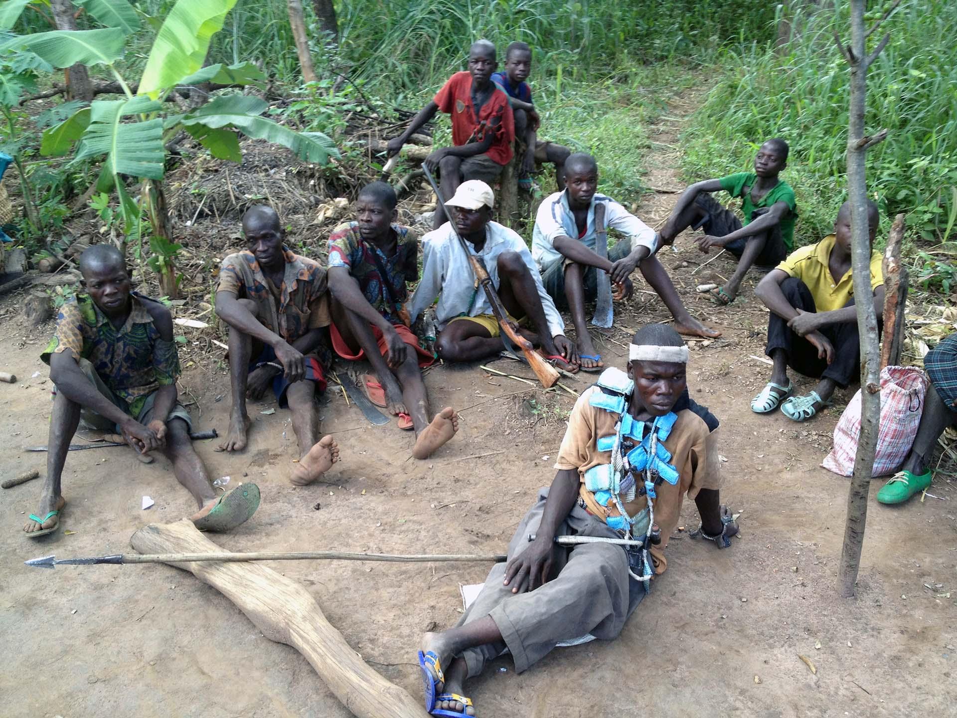 """Kämpfer der christlichen Miliz """"Anti-Balaka"""" bei Bossangoa, Zentralafrikanische Republik"""