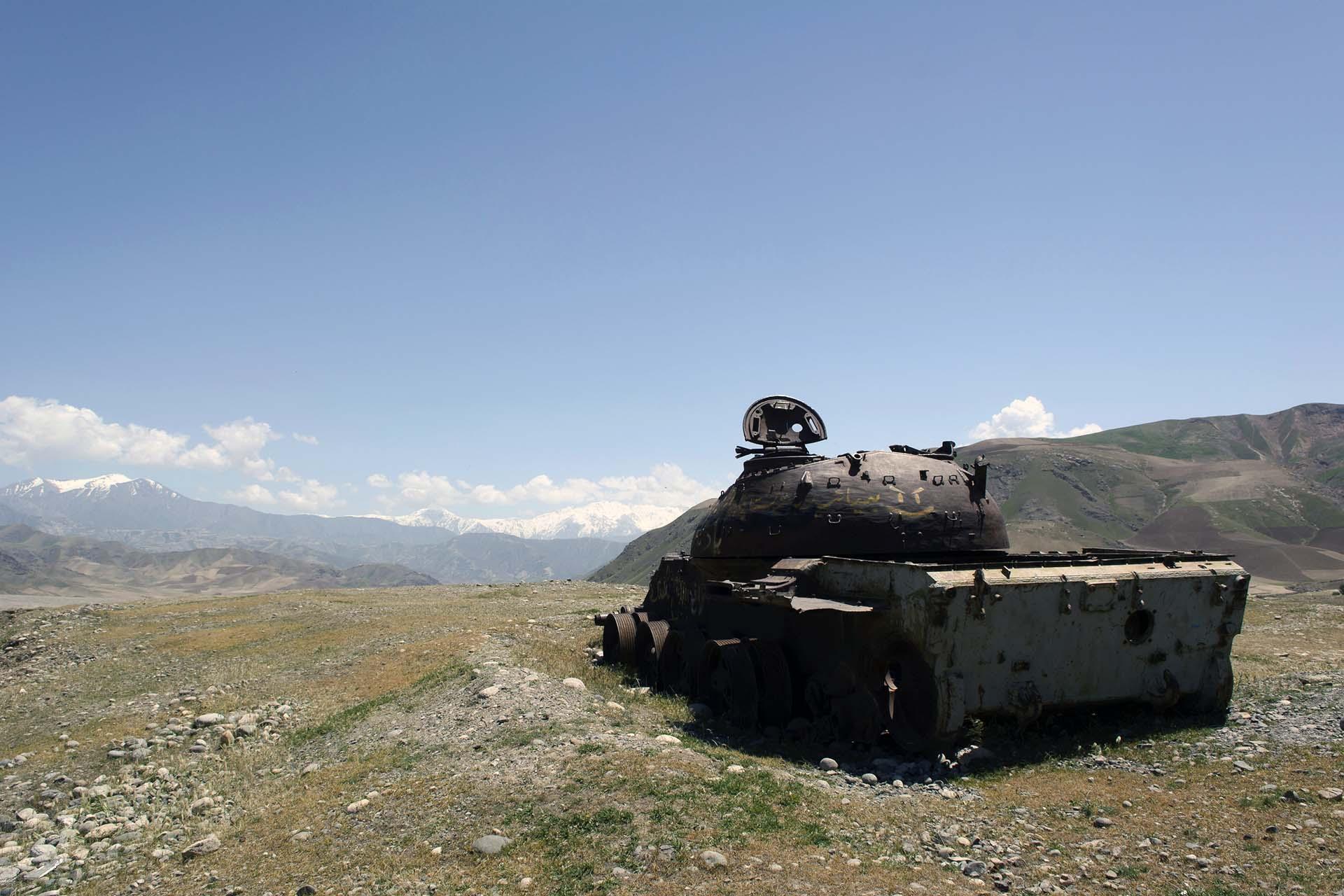 Zerstörter sowjetischer Panzer in Nord-Afghanistan |  Bild (Ausschnitt): © Ernst Hansmann [Royalty Free]  - Dreamstime.com