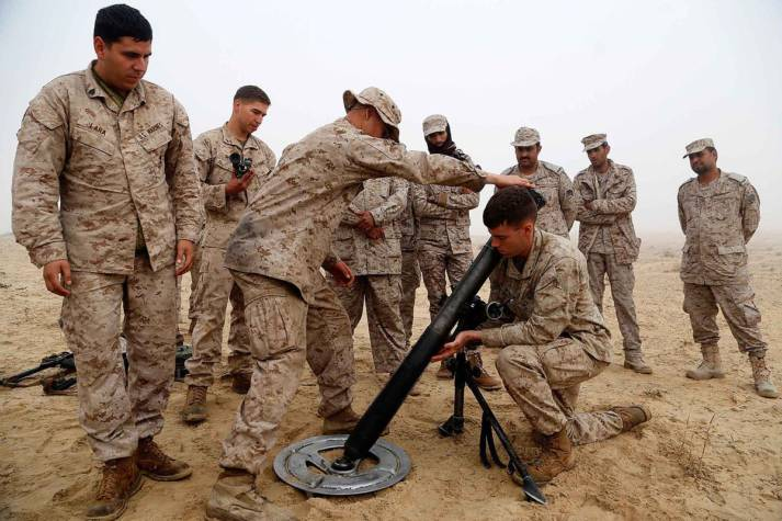 Soldaten mit Waffen Soldaten mit Waffen    Bild: © U.S. Naval Forces Central Command/U.S. Fifth Fleet [CC BY 2.0]  - wikimedia commons