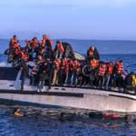 Fluechtlingsboot auf dem Weg von Griechenland in die Türkei. Fluechtlingsboot auf dem Weg von Griechenland in die Türkei. | Bild (Ausschnitt): © Ggia - Wikimedia Commons