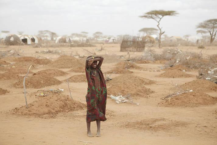Fluechtling in Dadaab Ein Massengrab von Kindern des Dadaab-Camps    Bild: © Oxfam East Africa [CC BY 2.0]  - wikimedia commons