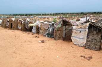 Darfur,Sudan-Hunderte Flüchtlinge leben in Notunterkünften.