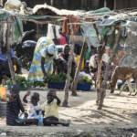 1947 einten die Briten schließlich den südlichen mit dem nördlichen Teil des Sudans unter einer gemeinsamen Verwaltung, sprachen aber den Eliten des Nordens sämtliche Machtbefugnisse zu. Bis das Land schließlich 1956 seine Unabhängigkeit erreichte, hatten sich im Süden bereits die ersten Rebellenbewegungen gebildet, die gegen die ungerechte Behandlung durch den Norden auflehnten...   Bild (Ausschnitt): © n.v. -