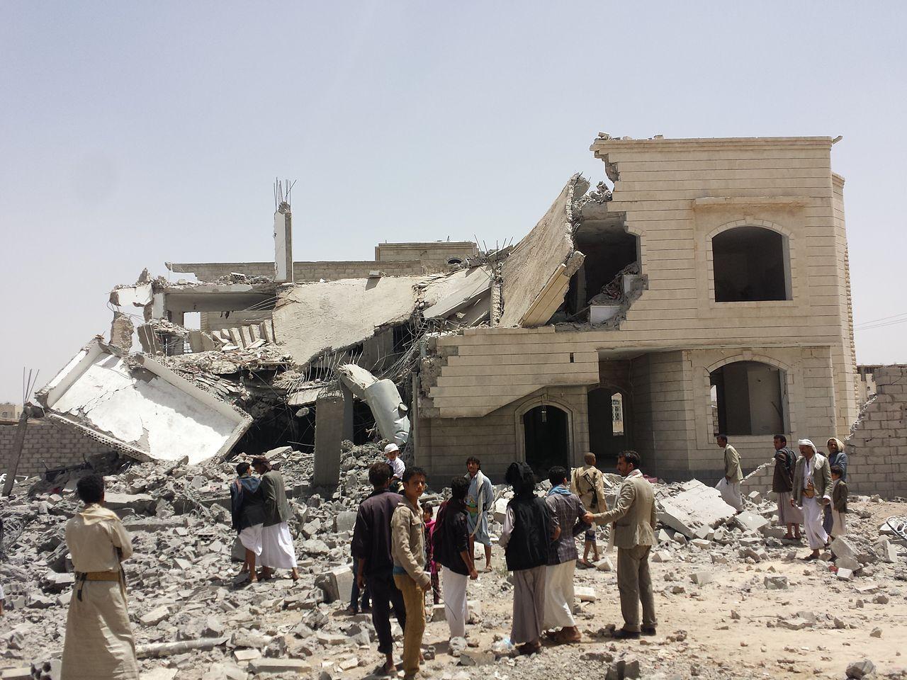 Ein zerbombtes Haus in Jemens Hauptstadt Sanaa.