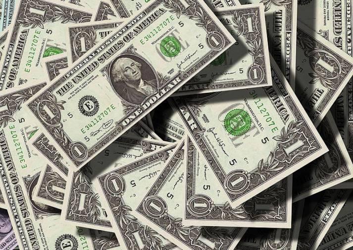 US Dollar Geld, das Entwicklungsländern eigentlich als Steuerzahlungen zustünde, behalten Großkonzerne meist selbst. |  Bild: © geralt - Wikimedia Commons