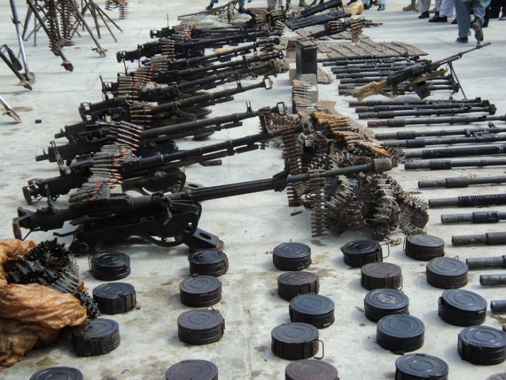 Waffenarsenal Waffenarsenal | Bild: © ISAF Headquarters Public Affairs Office - Wikimedia Commons