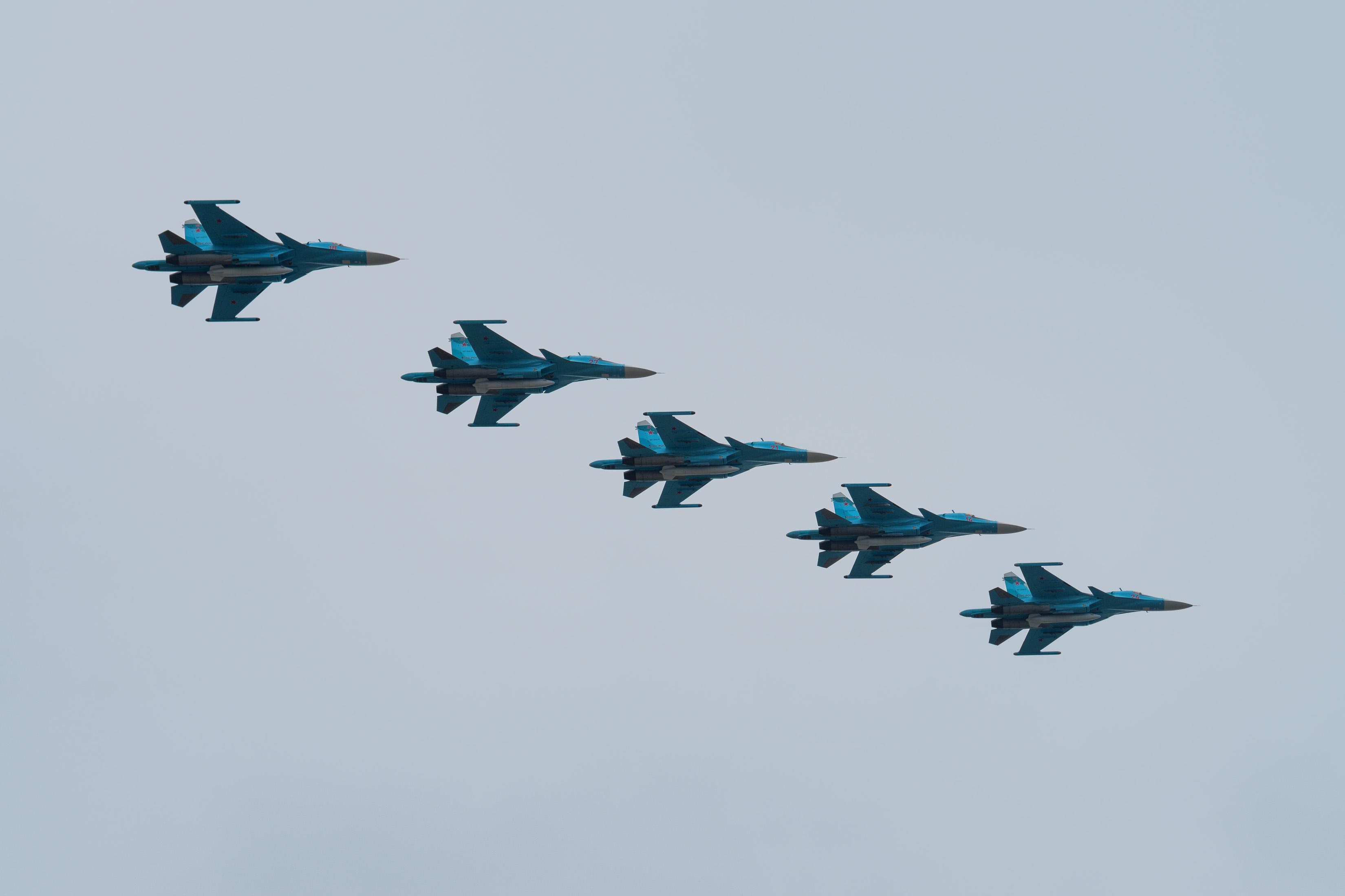 Kampfjets fliegen einen Luftangriff. |  Bild (Ausschnitt): © Oskanov - Dreamstime