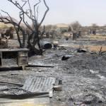 Das Flüchtlingscamp Khor Abeche in Süd Dafur nach Angriffen der RSF Kämpfer. Die Milizionäre raubten Lebensmittel, verübten sexuelle Gewalt an Frauen und Kindern und setzen die Zelte der Vertriebenen in Brand. | Bild (Ausschnitt): © ENOUGH Project [CC BY-NC-ND 2.0] - flickr