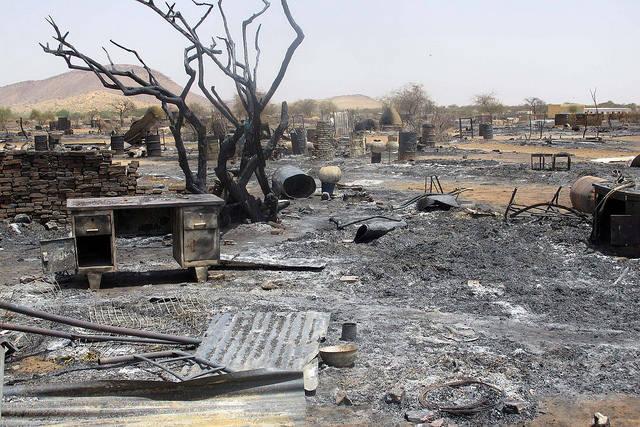 Das Flüchtlingscamp Khor Abeche in Süd Dafur nach Angriffen der RSF Kämpfer. Die Milizionäre raubten Lebensmittel, verübten sexuelle Gewalt an Frauen und Kindern und setzen die Zelte der Vertriebenen in Brand.    Bild: © ENOUGH Project [CC BY-NC-ND 2.0]  - flickr