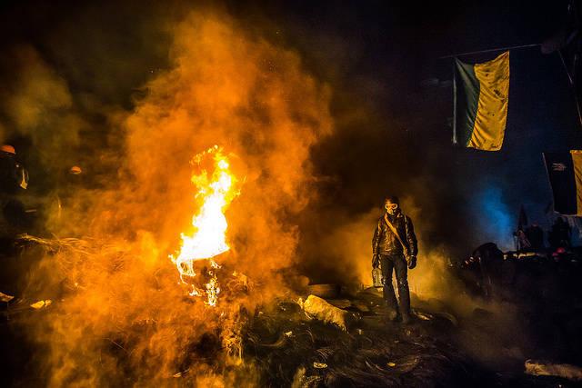 Barricade with the protesters at Hrushevskogo street on January 25, 2014 in Kiev  Bild: ©  Sasha Maksymenko [CC BY 2.0]  - flickr