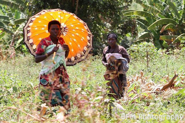 Frauen in Ruanda     Bild: © Marc Ben Fatma [CC BY-NC-ND 2.0]  - Flickr