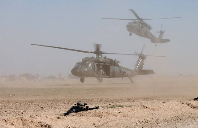 US Helikopter im Irak  Bild: © The U.S. Army [CC BY 2.0]  - flickr