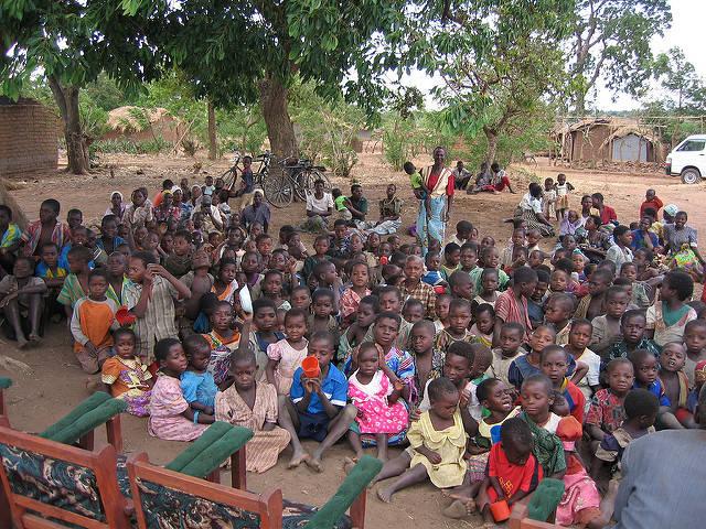 Waisenkinder in Malawi  Bild: © khym54 [CC BY 2.0]  - Flickr