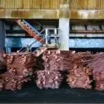 Kupfer Sambia Here is some copper cathode stacked up, ready for shipment. Zambia, 1999. | Bild (Ausschnitt): © mm-j [CC BY-NC 2.0] - flickr