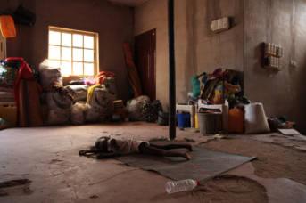 Nigeria Hunger Schlafendes Kind in Yola, einer Stadt in Nigeria. Dort leben 250 vertriebene Familien. Das Leben der Kinder ist von Vertreibung geprägt.    Bild: © European Commission DG ECHO [CC BY-NC-ND 2.0]  - flickr