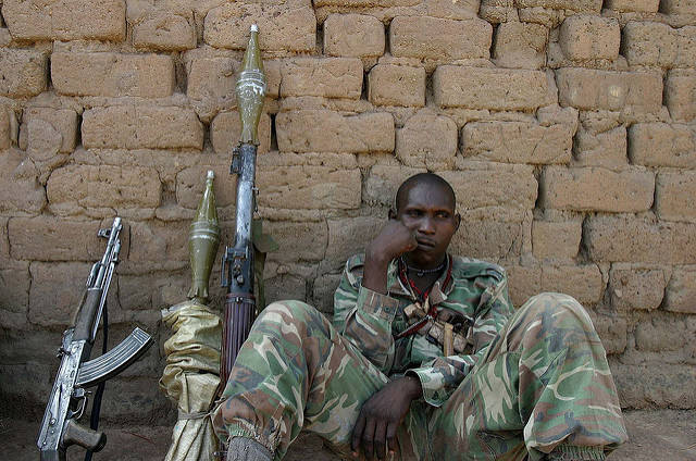 Bewaffneter Rebell  Bild: © hdptcar [CC BY-SA 2.0]  - Flickr