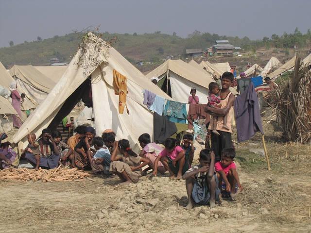 Rohingya Flüchtlinge Ein Flüchtlingslager für Vertiebene der Rohingya-Minderheit. | Bild: © European Comission DG ECHO [CC BY-NC-ND 2.0]  - Flickr