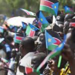 Südsudan Unabhängigkeitsfeier Menschen säumen am ersten Unabhängigkeitstag des Südsudan die Straßen der Hauptstadt Juma | Bild (Ausschnitt): © Steve Evans [CC BY-NC 2.0] - Flickr