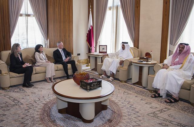 Emir von Katar bei einem Treffen mit US Secretary of Defense Jim Mattis