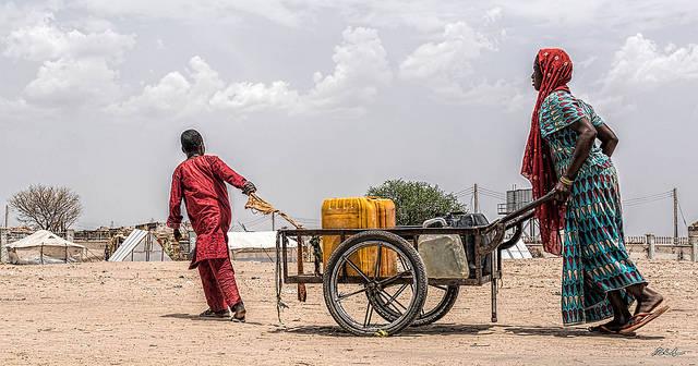 Wasserversorgung in Rann, Nigeria Im Bundesstaat Borno sind mehrere hunderttausend Menschen von humanitärer Hilfe abhängig. |  Bild: © Roberto Saltori [CC BY-NC 2.0]  - Flickr