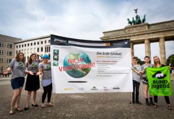 Erdüberlastungstag BUNDjugend demonstiert in Berlin um auf den Erdüberlastungstag aufmerksam zu machen.    Bild: ©  BUNDjugend [CC BY 2.0]  - Flickr