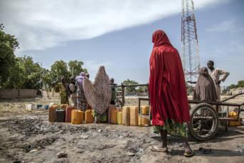 Flüchtlingslager Banki IDP, Nigeria Das Banki IDP Camp im Nordosten Nigerias beherbergt zahlreiche Menschen, die der Gewalt Boko Harams entfliehen wollen.   Bild: © Utenriksdepartementet UD [CC BY-NC-ND 2.0]  - flickr.com