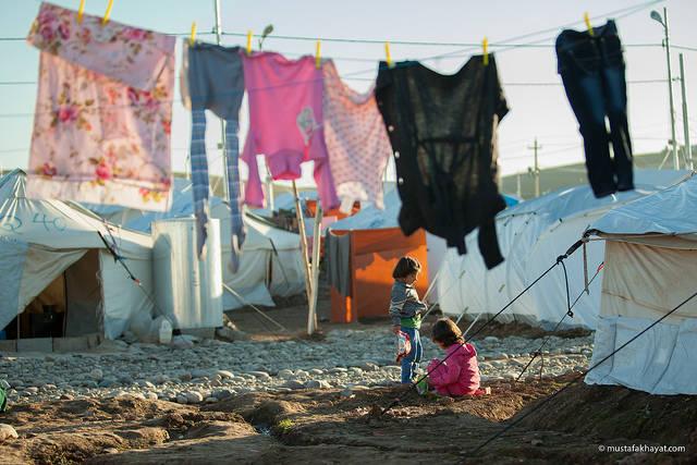 Syrisches Flüchtlingscamp Ein syrisches Flüchtlingscamp in Erbil im Nordirak: Der jetzige Konflikt könnte eine neue Fluchtwelle nach Europa auslösen. |  Bild: © Mustafa Khayat [CC BY-ND 2.0]  - Flickr