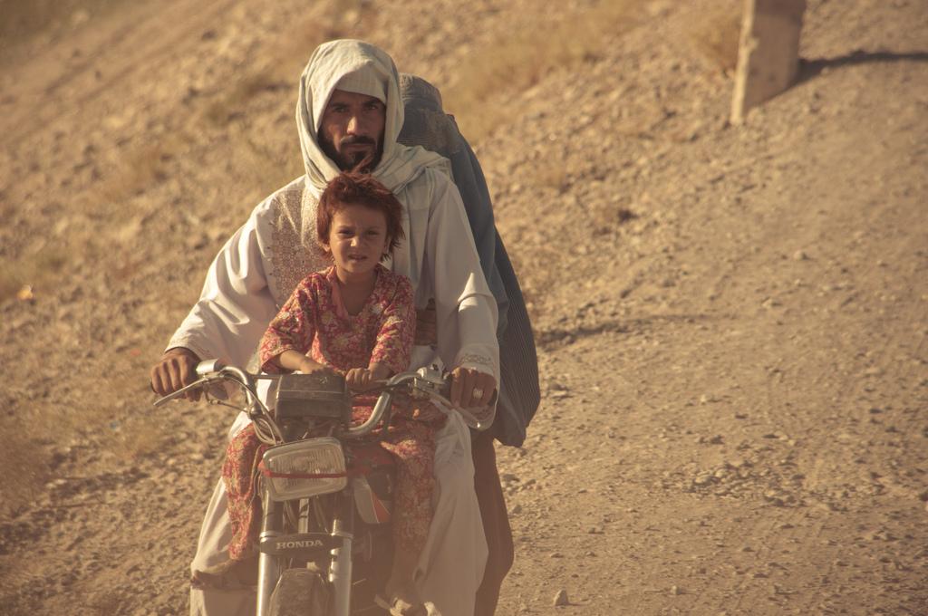 Familie auf Roller in Afghanistan