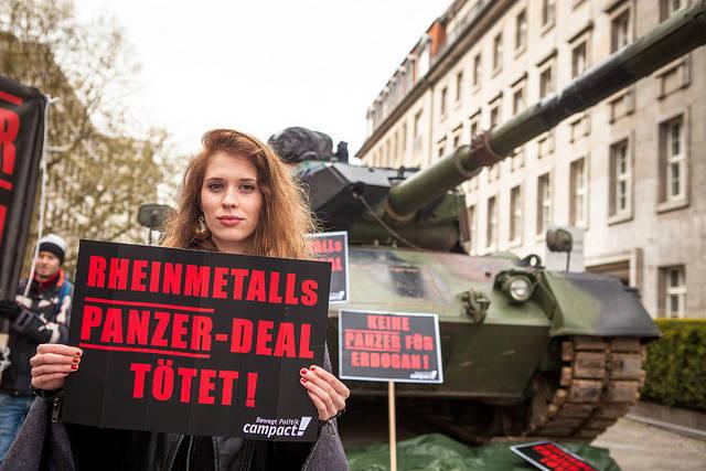 2017 exportierten deutsche Unternehmen Rüstungsgüter im Wert von 891 Millionen Euro in den Nahen Osten |  Bild: © campact [CC BY-NC 2.0]  - flickr