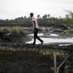 Die jahrzehntelange Erdölförderung hat die Umwelt im Nigerdelta stark verseucht. | Bild (Ausschnitt): © Friends of the Earth International [CC BY-SA 2.0] - Flickr
