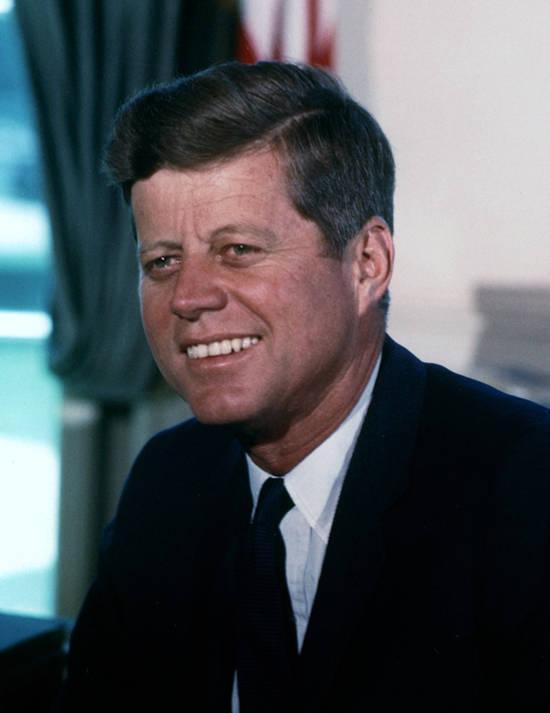 Der im Jahr 1960 gewählte Ex US-Präsident John F. Kennedy erließ im Jahr 1961 ein Wirtschaftsembargo über Kuba    Bild: ©  Cecil Stoughton, White House [Public Domain]  - Wikimedia Commons