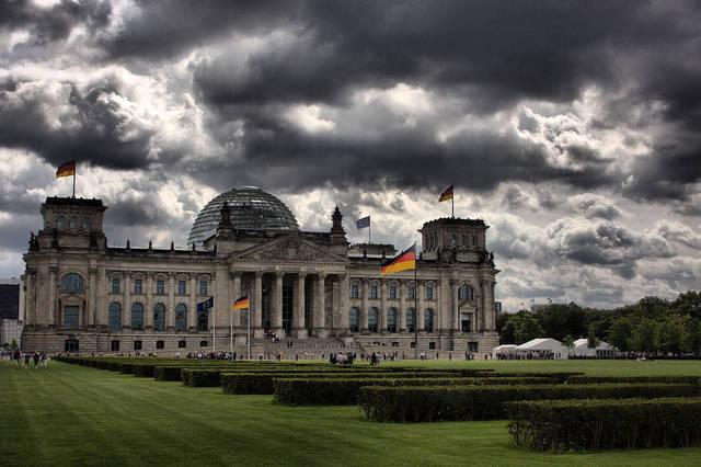 Das Reichstagsgebäude - Sitz des Deutschen Bundestages. In Zukunft soll hier eine Kommission für Fluchtursachen ihrer Arbeit nachgehen. |  Bild: ©  Andy Ducker [CC BY-NC 2.0]  - flickr