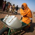Nahezu die Hälfte der Menschheit hat keinen Zugang zu sauberem Wasser. | Bild (Ausschnitt): © Albert González Farran, UNAMID [CC BY-NC-ND 2.0] - Flickr