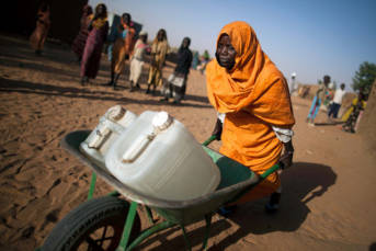 Nahezu die Hälfte der Menschheit hat keinen Zugang zu sauberem Wasser. | Bild: © Albert González Farran, UNAMID [CC BY-NC-ND 2.0]  - Flickr