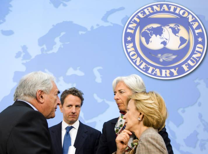 Der ehemalige Präsident des IWF, Dominique Strauss-Kahn (links) und die aktuelle Direktorin, Christine Lagarde (rechts hinten)  |  Bild: © International Monetary Fund [(CC BY-NC-ND 2.0) ]  - Flickr