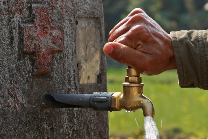Wasserhahn Die Wasserprivatisierung durch das Wasser-Kartell schreitet voran - weltweit |  Bild: © World Bank Foto Collection [CC BY-NC-ND 2.0]  - Flickr