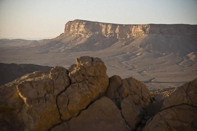 Trockene Landschaft in Syrien Der Nahe Osten hat vermehrt mit extremen Dürreperioden zu kämpfen. Der durch Industriestaaten ausgelöste Klimawandel kann als Mitauslöser identifiziert werden    Bild: ©  Marc Veraart [CC BY-ND 2.0]  - flickr