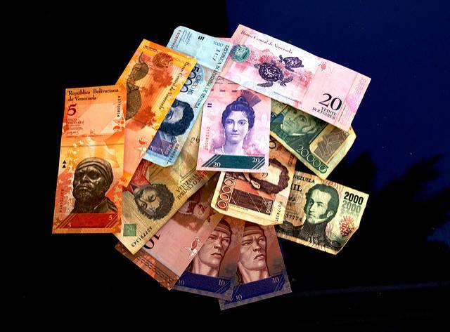 Bolivar Venezuela Staatspräsident Maduro lässt fünf Nullen aus der venezolanischen Währung streichen und neue Geldscheine drucken - in München |  Bild: © Jorge Andrés Paparoni Bruzual [CC BY-SA 2.0]  - flickr