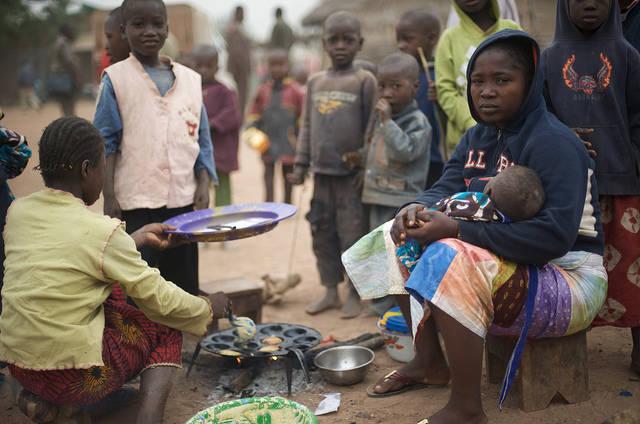 Trotz des Reichtums an Ressourcen leben die Menschen in Guinea in schwerer Armut.    Bild: © Julien Harneis [CC BY-SA 2.0]  - flickr