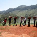Guatemaltekische Ureinwohner Guatemaltekische Ureinwohner beerdigen ihre Angehörigen. | Bild (Ausschnitt): © Trocaire / CAFCA archive [cc-by-2.0] - Wikimedia Commons