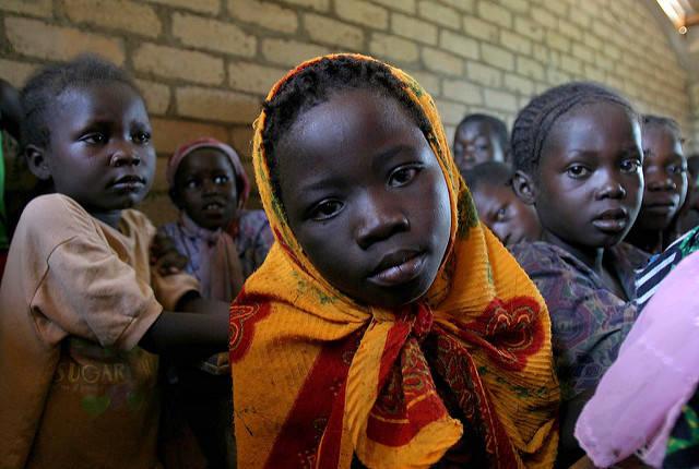 Kinder aus Zentralafrika Laut einer Schätzung der UN werden 2020 fünfmal so viele finanzielle Mittel für die humanitäre Hilfe benötigt wie noch im Jahr 2007 |  Bild: © hdptcar, UNICEF [CC BY-SA 2.0]  - Flickr
