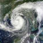 Hurrikan Isaak über dem Golf von Mexiko. Durch den Klimawandel erwärmen sich die Meere. Dies führt zu einer seigenden Zahl von Wirbelstürmen | Bild (Ausschnitt): © NASA Goddard Space Flight Center [CC BY 2.0] - Flickr