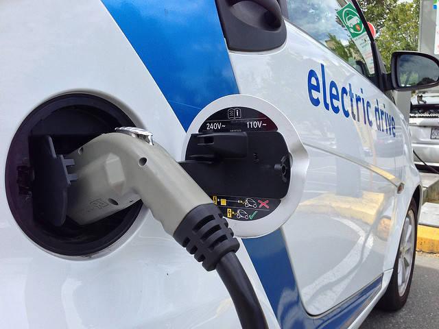 """Elektro- Auto    Bild: """"Car2Go Electric Car Sharing #2"""" © Paul Krueger [CC BY-NC 2.0]  - Flickr"""
