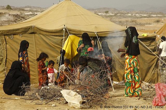Frauen und Kinder im Flüchtlingslager Mazrak im Nordwesten des Jemen