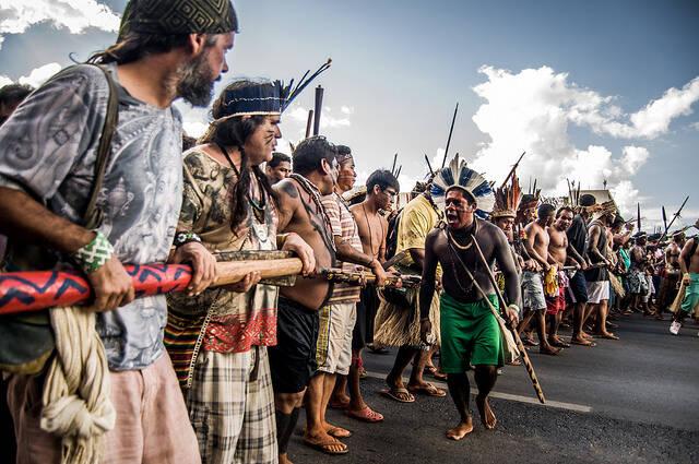 Indigene demonstrieren Menschen aus über 200 indigenen Gemeinschaften versammeln sich in Brasília, um für die Rechte der indigenen Beölkerung einzustehen. |  Bild: ©  Apib Comunicação [CC BY-SA 2.0]  - Flickr