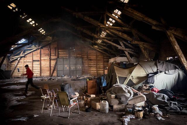 Unterkunft für Flüchtlinge in der Balkanregion Unterkunft für Flüchtlinge in der Balkanregion - die provisorischen Unterkünfte erfüllen nicht mal die mindesten Umstände für ein menschenwürdiges Leben |  Bild: © Frode Bjorshol [(CC BY 2.0) ]  - flickr